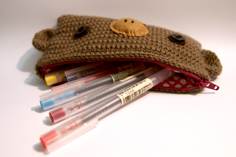Crochet Round Pouch : accessory animal experiment lining pouch wool zipper
