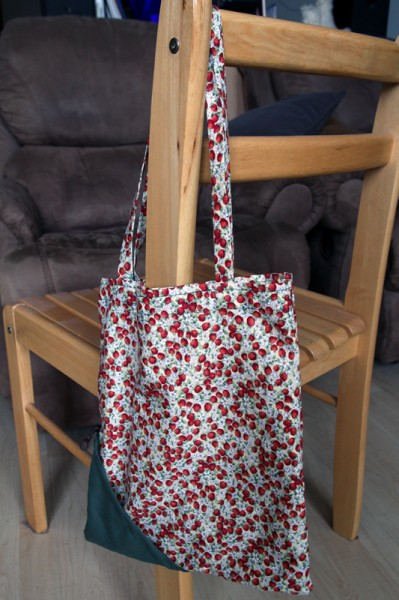 Compact tote bag, uncompacted.