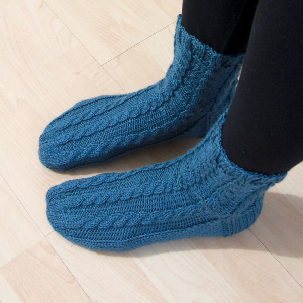 Cable Knit Sock Pattern : Cable along socks Leikitty
