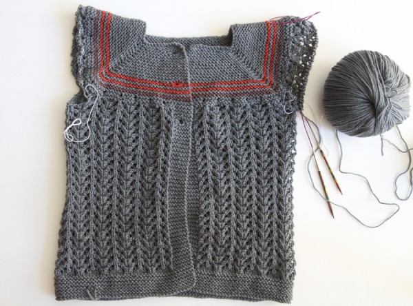 Cardigan body without the sleeves