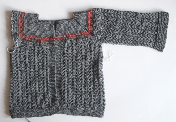 Cardigan with one arm complete