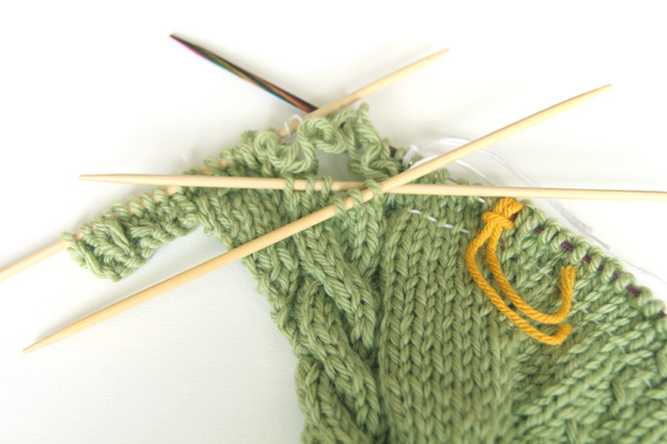 Fixing a knitted cable